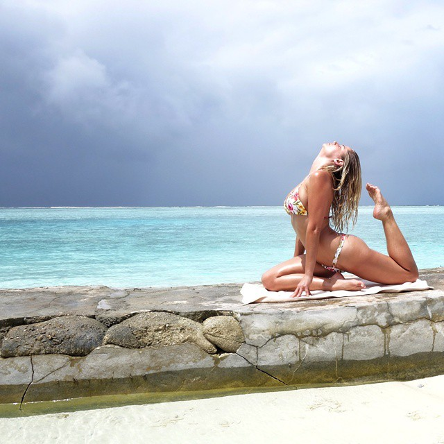 Morning yoga session @worldswimsuitsa @peraquumniyama @GNCsouthafrica #maldives