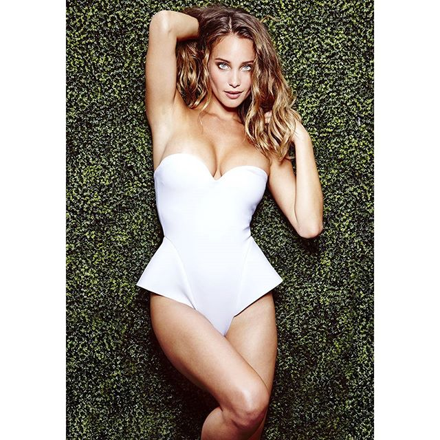 @hanni_davis for @si_swimsuit. Hair by @adammaclay, make-up by @britcochran10, swimsuit by @zigilane__ #sportsillustrated #siswim #hannahdavis #swimsuits #sexy #fashion #summer #zigilane