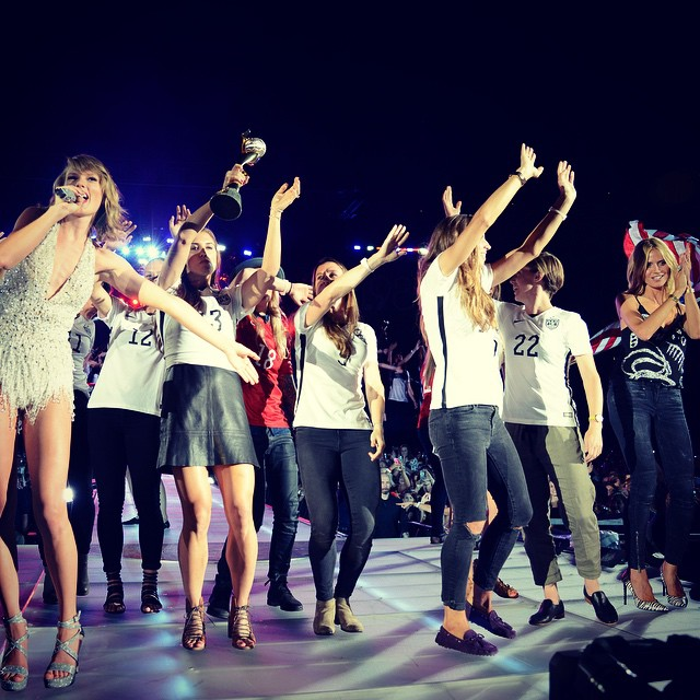 Lucky enough to join @taylorswift onstage at MetLife Stadium last night with the world champion USA's Women's Soccer Team ️ #taylorswift #style #hadablast by @kevinMazur