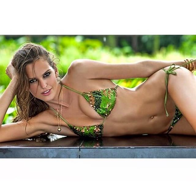 My kind of day... #bikinilife @si_swimsuit #perfectday #bikinilover #eternalsummer #tbt #gonetanning #BodyByIza #mood #on