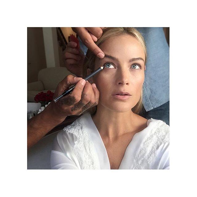 Magic hands @makeupvincent using @esteelauder #makeup #EsteeLauder