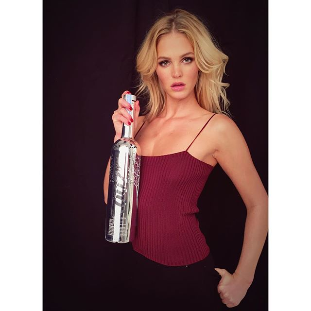 Martini anyone? Excited to see the new Bond film and celebrate with the sexy limited edition Belvedere 007 Silver Saber Bottle #ShakenNotStirred @BelvedereVodka #SPECTRE