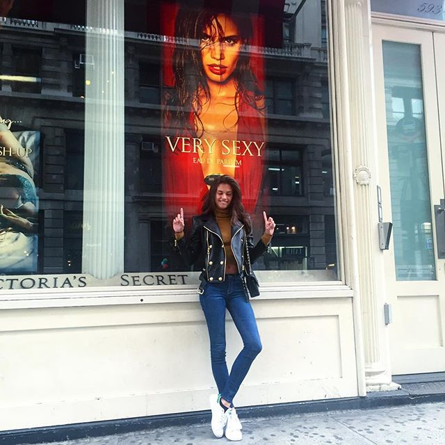 My first solo @victoriassecret window and fragrance #verysexy #victoriassecret @thelionsny @alikavoussi