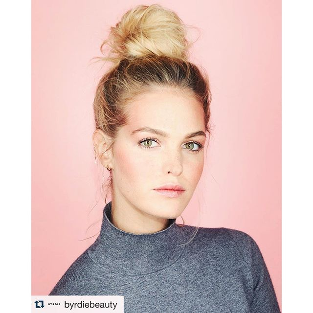 My favorite everyday hairstyle #Repost @byrdiebeauty ・・・ Monday = messy topknot. // Photo: @jennapeffley | Makeup: @tobyfleischman | Hair: @dickycollins
