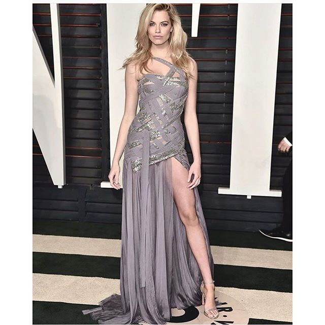 And another one with some of that @haileyclauson leg!! #oscars just gorgeous!!!