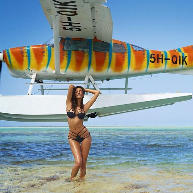 Just another casual day with @si_swimsuit having an airplane passing 3ft away from your back. Big thanks to this fierce n insane team @ruvenafanador @mj_day @darciebaum @joannegair @peterbutlerhair #thisreallyhappened #inthepilotwetrusted || *if you would like me to win Rookie of The Year, don't forget to vote link in Bio