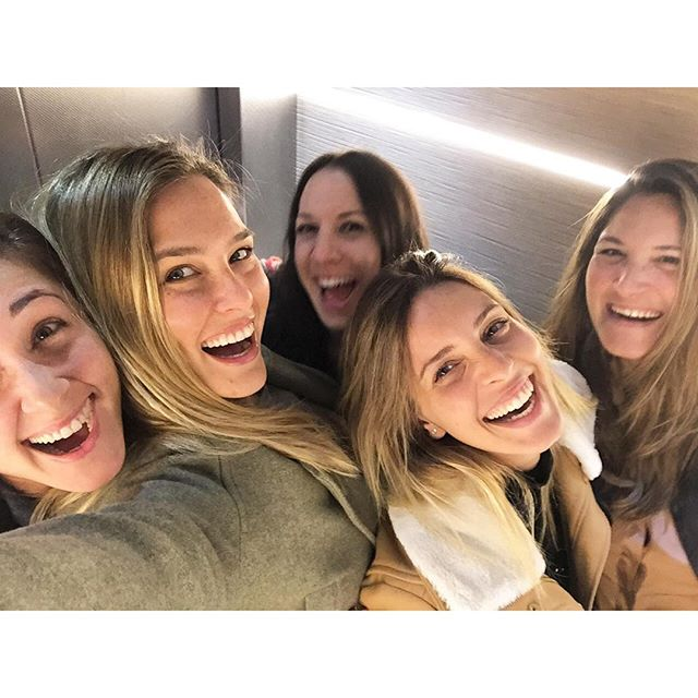 How many tries does it take to get 5 girls all be satisfied with their photo? #endless so I didn't even try. #truefriendship