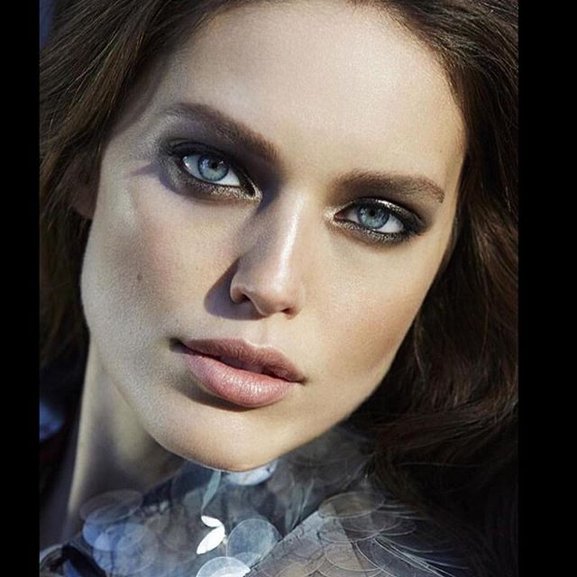 Ideal hair and makeup for a Friday! New @voguemexico with @sarahgorereeves @felixfischerhair shot by @david_roemer @maybelline #maybellinegirls