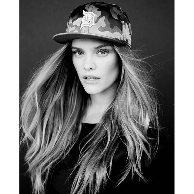 So excited to be a part of the @NewEraCap family i love a good snapback, easiest way to tame my mane. Had so much fun shooting this last week with @kylechristy