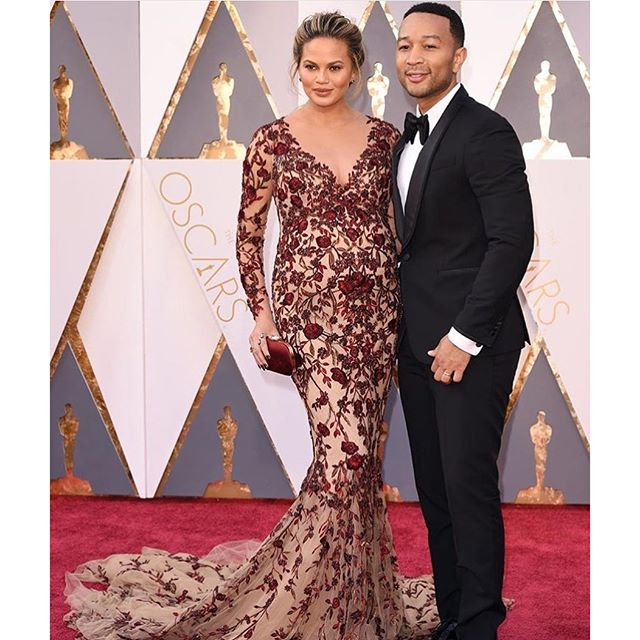 @chrissyteigen & @johnlegend on the #oscars red carpet