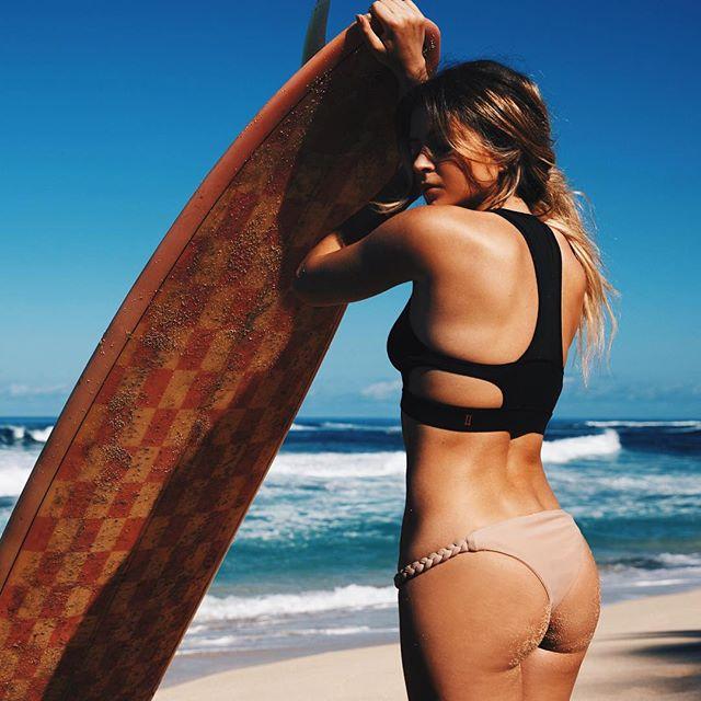 Own the beach camera @danielav @makeupbymariahmelanie @tiarethomas