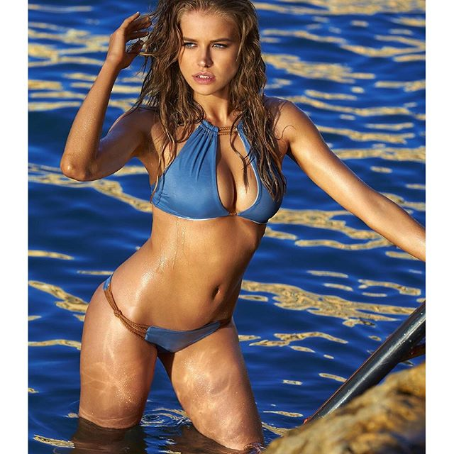 hey you all, last day to vote for #rookieoftheyear!!! if you want me back to @si_swimsuit go to the link in my bio and vote - votes are unlimited! thank you so much for all the support and love you have been giving me