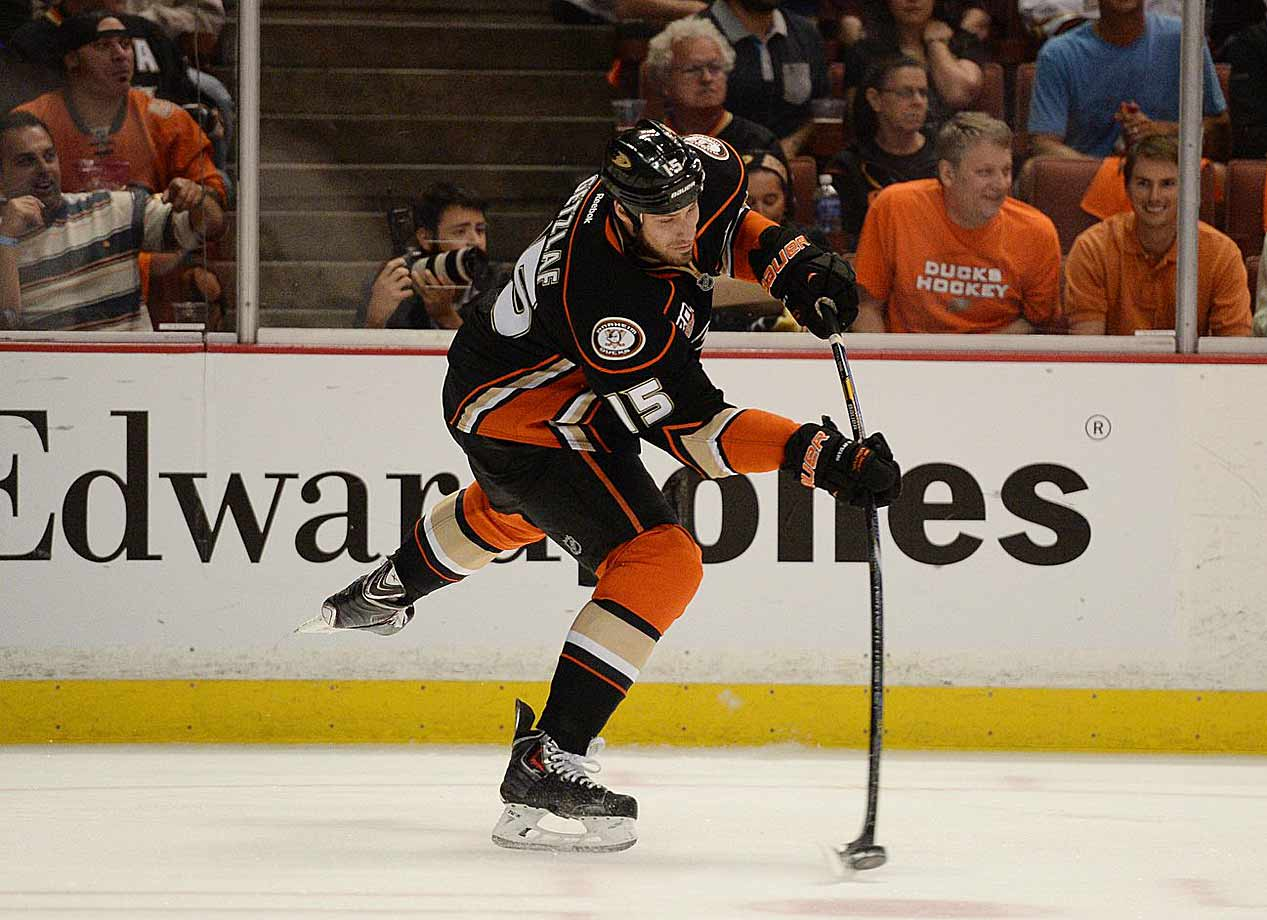 The Ducks' captain has established himself as one of the game's premier power forwards. He joined Anaheim the season after the lockout and was a key player in the Ducks' run to the Stanley Cup in 2007. He's produced just under a point per game in both the regular season (608 points in 633 games) and playoffs (74 points in 81 games), won gold medals for Canada at the 2010 and '14 Olympics, and was runner-up to Sidney Crosby in the 2014 Hart Trophy balloting.