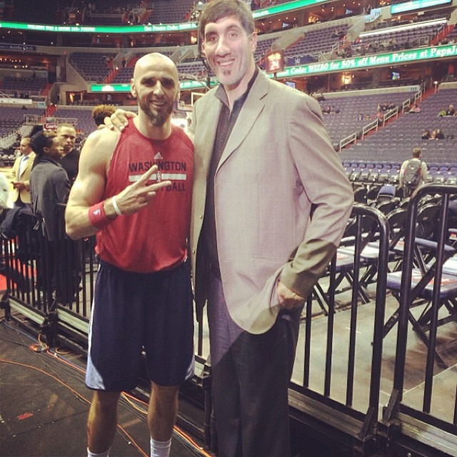 At least one good memory from tonights game! Me and Mr. Gheorghe Muresan (7'7 , 231cm) ! Dont forget Im 7 feet tall!:) seriusly I look like a little kid:)))