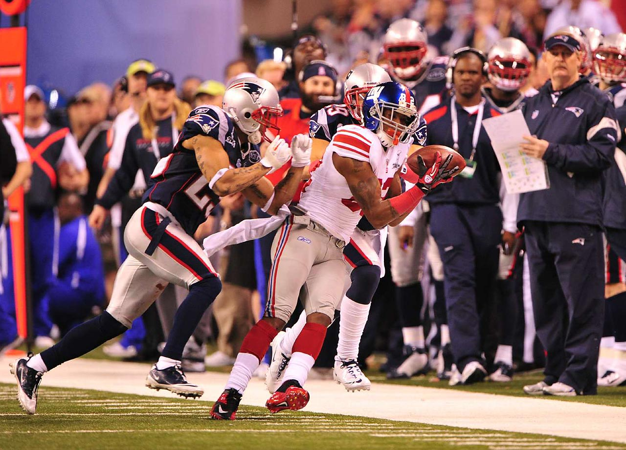 New York Giants wide receiver Mario Manningham barely gets both feet down in bounds on a 38-yard reception that set up the New York's game-winner in a 21-17 game. Manningham caught five passes for 73 yards against the New England Patriots.