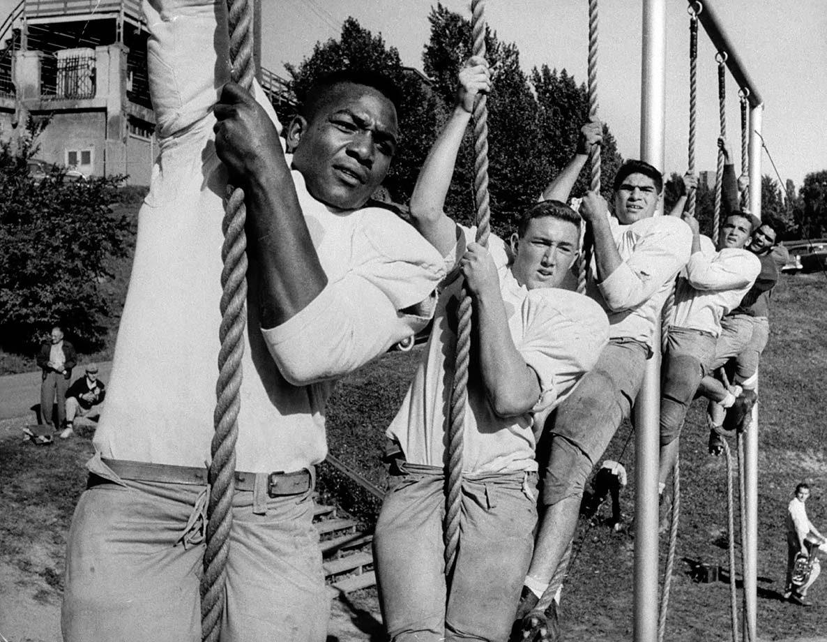 Jim Brown and teammates Mike Bill, Ron Luciano, Al Benecick and Frank Manbuca train on ropes before the 1956 college football season.