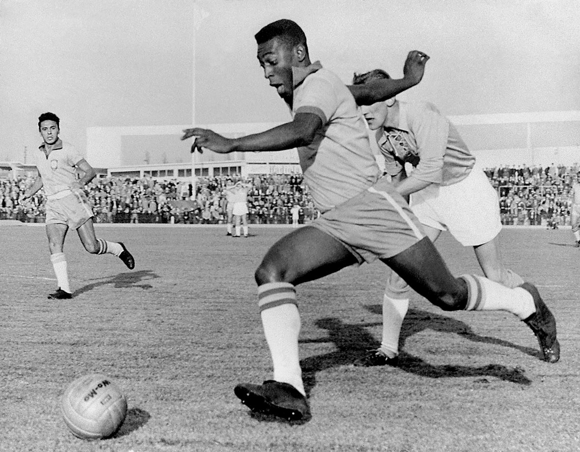 During a friendly in Sweden on May 8, 1960, Pelé blows by the competition. He and his Brazilian teammates smoked their Malmoe opponents, capturing a comfortable 7-1 victory.