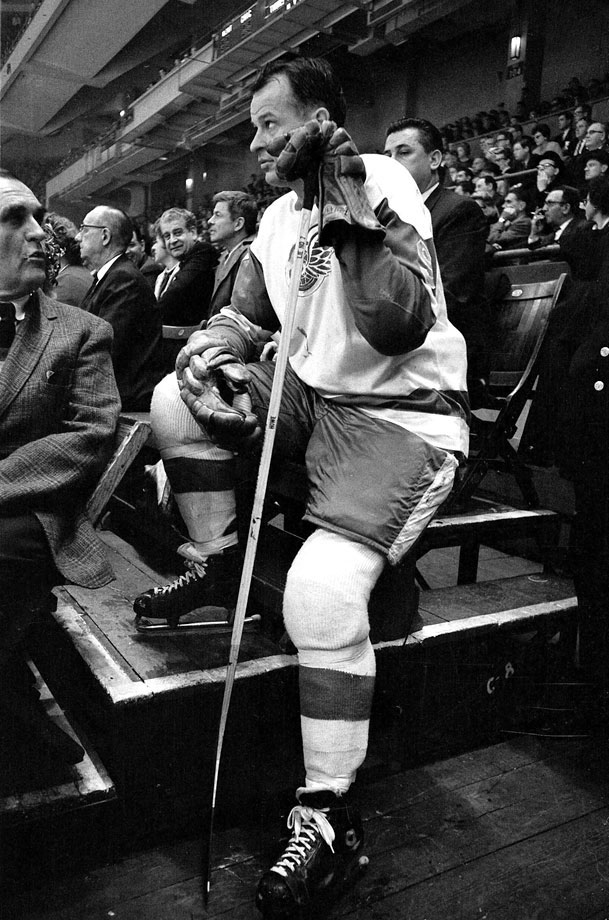 Gordie Howe takes a seat in the stands before the Detroit Red Wings game against the New York Rangers at Madison Square Garden in New York City.