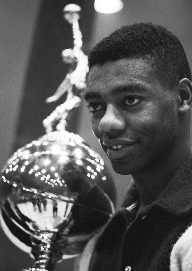 Oscar Robertson won the 1963-64 NBA MVP award and became the only player other than Bill Russell and Wilt Chamberlain to win it from 1960 to 1968.