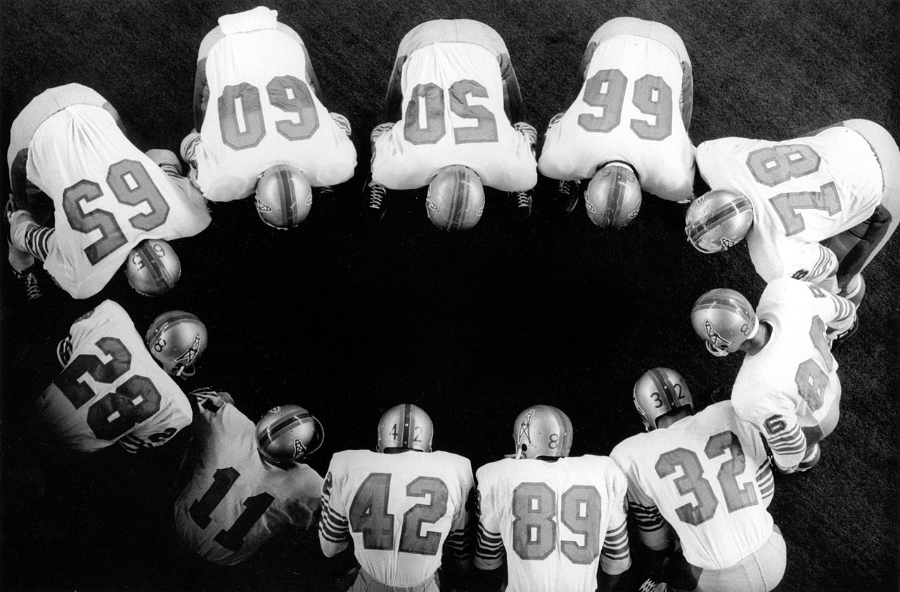 Houston Oilers in a huddle