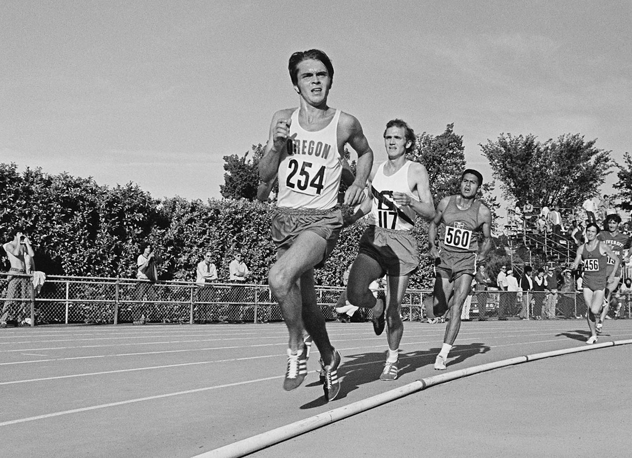 Steve Prefontaine leads the field during the 3 mile race at the AAU Championships in 1971.