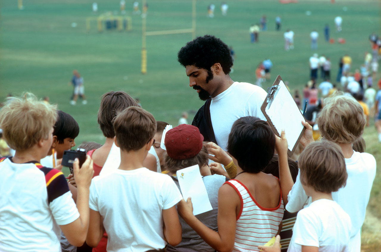 Steelers running back Franco Harris signs autographs for young fans after training camp at St. Vincent College in Latrobe, Penn.