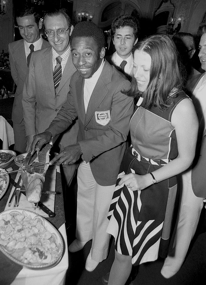 Pelé prepares to slice up some meat during a 1974 event. He is better known for slicing up his competition.