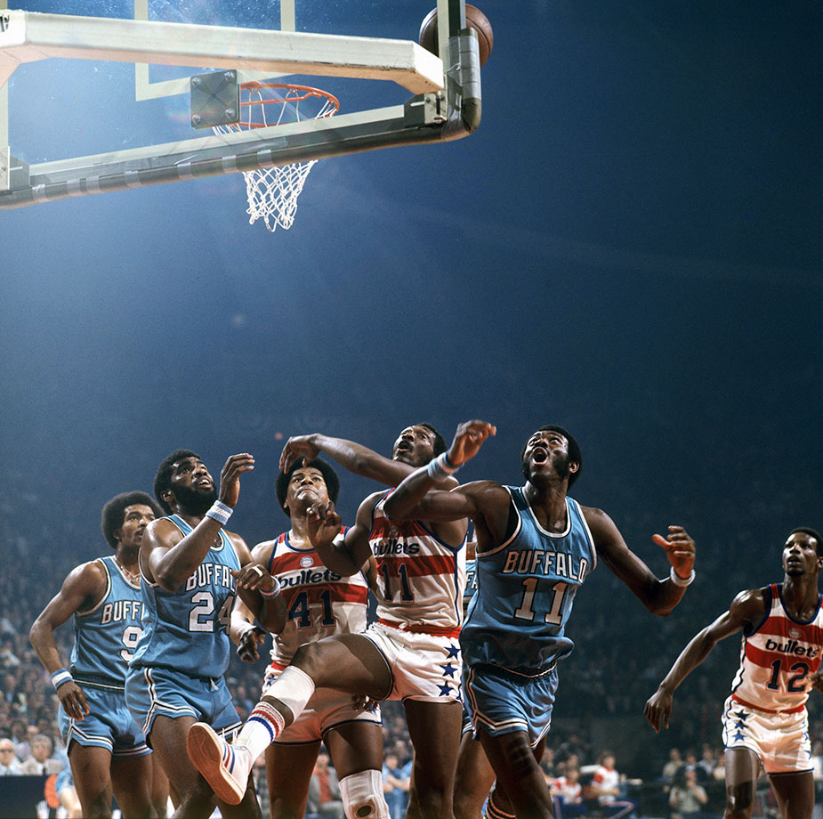 April 16, 1975 — NBA Eastern Conference Semifinals, Game 3