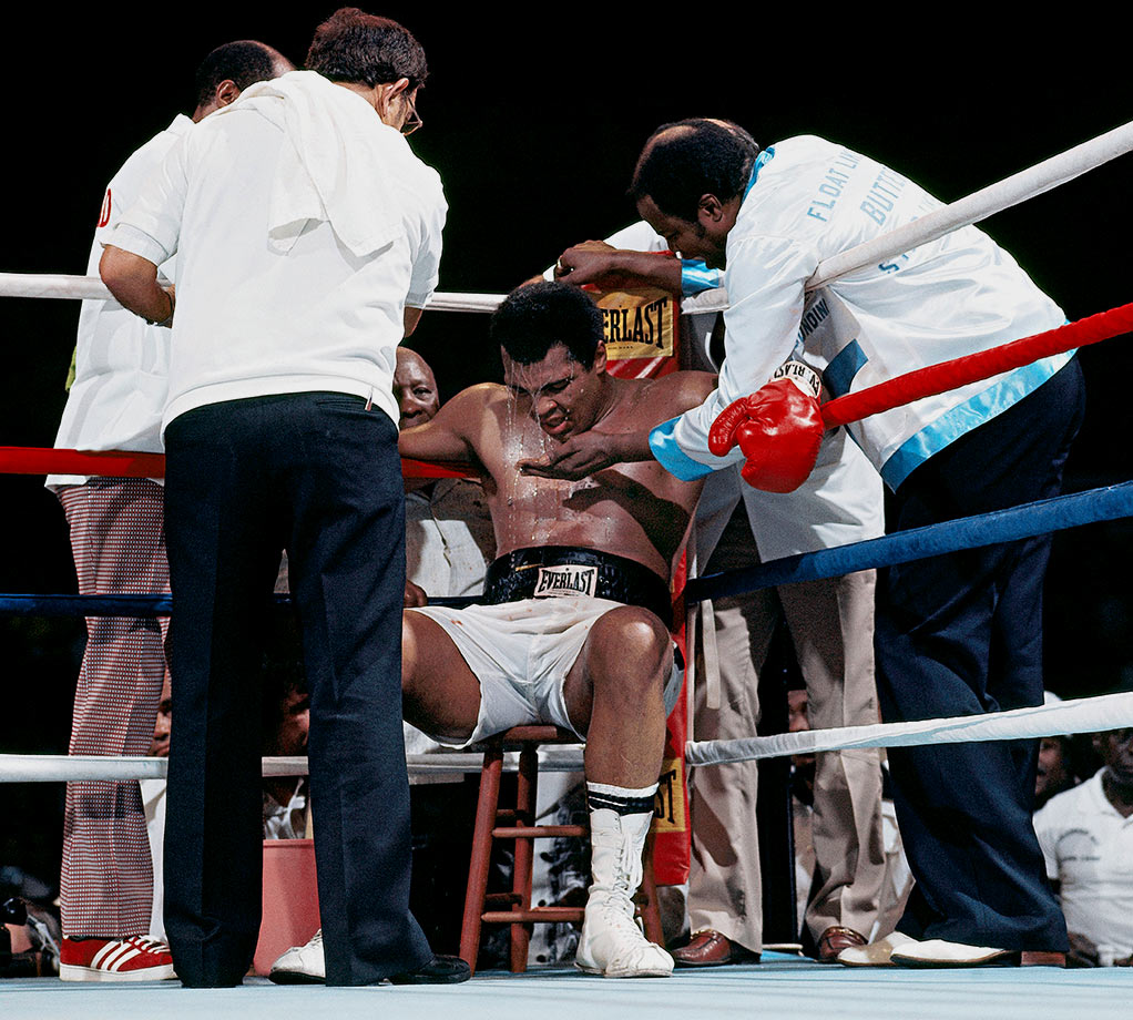 The fight began at 10:45 a.m. local time to accommodate international TV audiences. Ali outboxed and outscored the challenger early and staked a lead on all three judges' cards, but Frazier took control in the middle rounds as the suffocating humidity took hold of the champ.