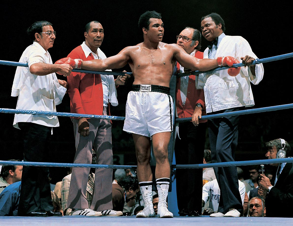 Ali stands with trainer Angelo Dundee, assistant trainer Wali Muhammad, physician Dr. Ferdie Pacheco and assistant trainer Drew Bundini Brown before his bout with Ron Lyle in May 1975. Ali won the fight by technical knockout in the 11th round.