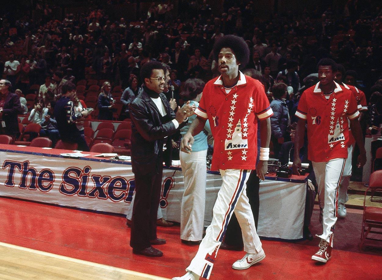 Dr. J walks onto the court before making his Philadelphia debut.