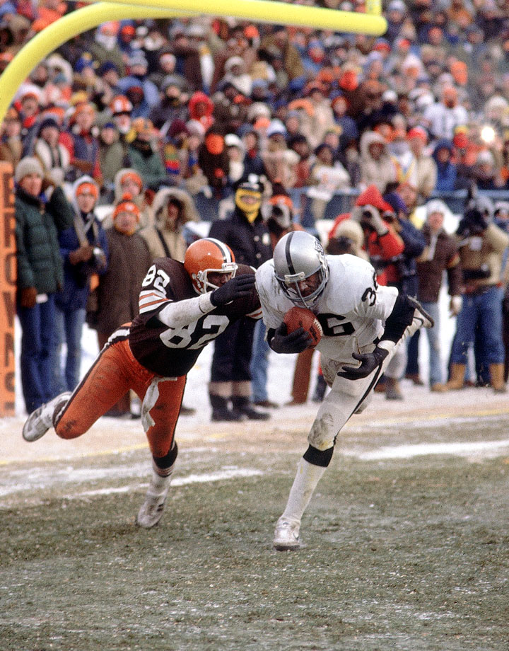 Cleveland was in position for a winning field goal, with the ball at the Oakland 13-yard line and just 49 seconds remaining. But the Browns elected to take a shot into the end zone, and it backfired when Raiders safety Mike Davis made a game-saving interception of the Brian Sipe pass.