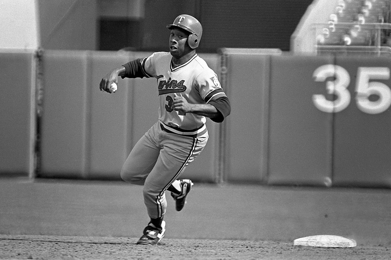 Kirby Puckett hustles around the bases during his rookie season.