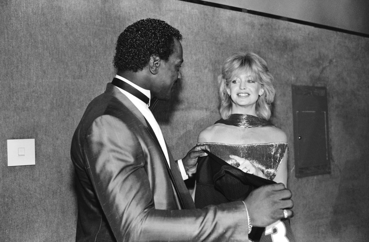 Payton receives a T-shirt from actress Goldie Hawn at the Touchdown Club dinner on Jan. 18, 1986. Hawn would also present Payton with the NFC Player of the Year Award for his 1,551 rushing yards and 11 touchdowns in leading the Bears to a Super Bowl XX victory.