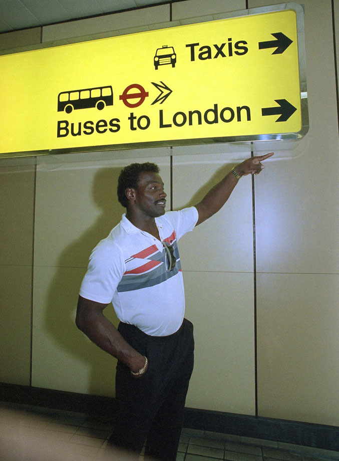 In 1986, Payton and the Bears played the Cowboys in London's Wembley Stadium. Payton points the way to the buses after arriving in England.