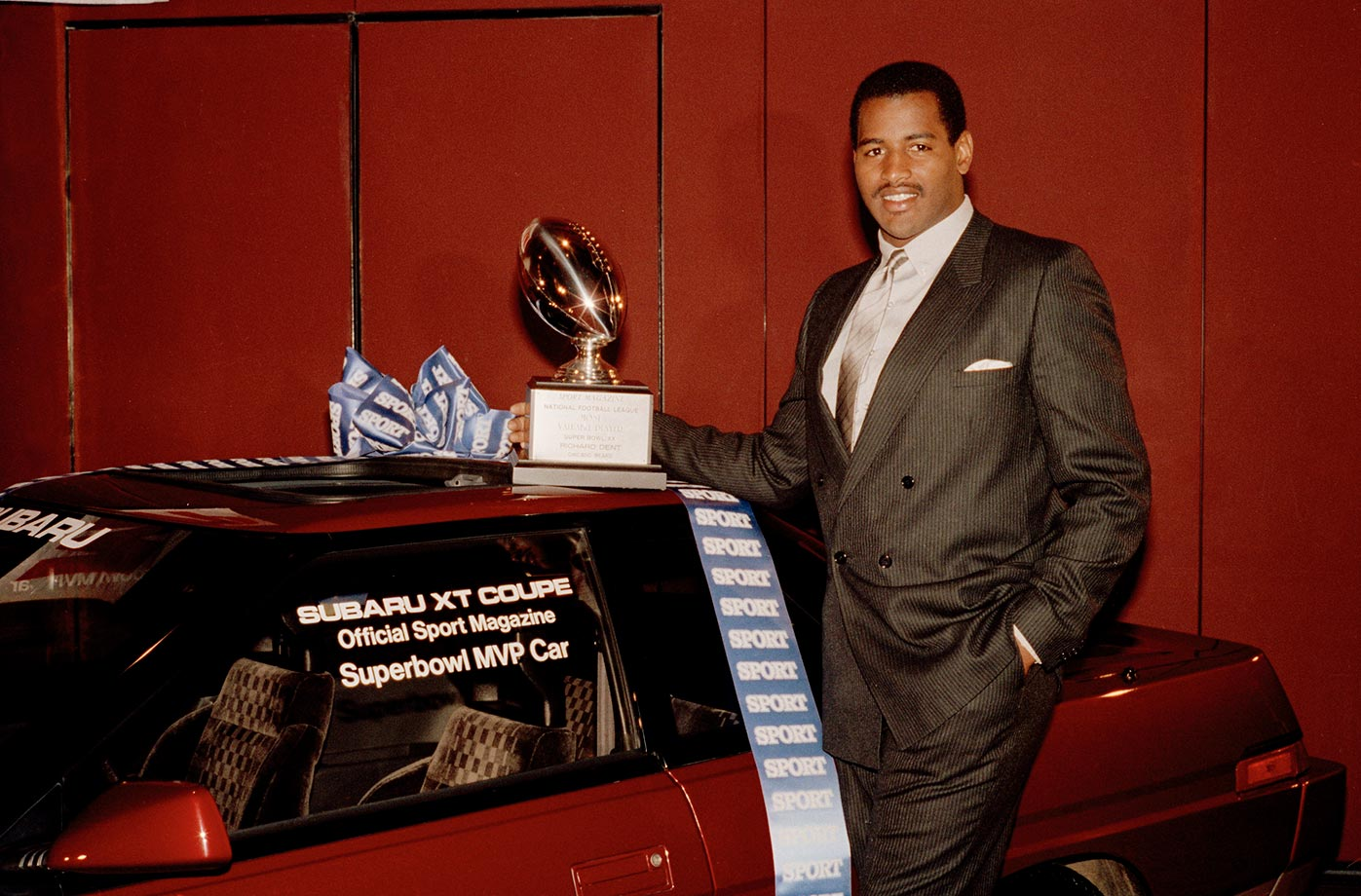 Chicago Bears lineman Richard Dent poses with his trophy and the car awarded to him as the Super Bowl's Most Valuable Player.