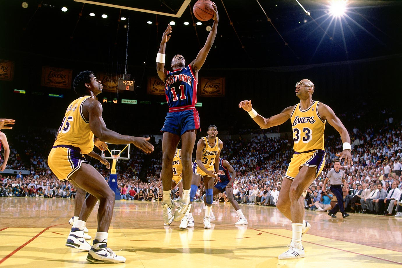 Playing on a severely sprained ankle, Isiah Thomas scored 25 points in the third quarter and almost single-handedly carried Detroit to a series-clinching victory. (The Lakers won the game and the next one, too).
