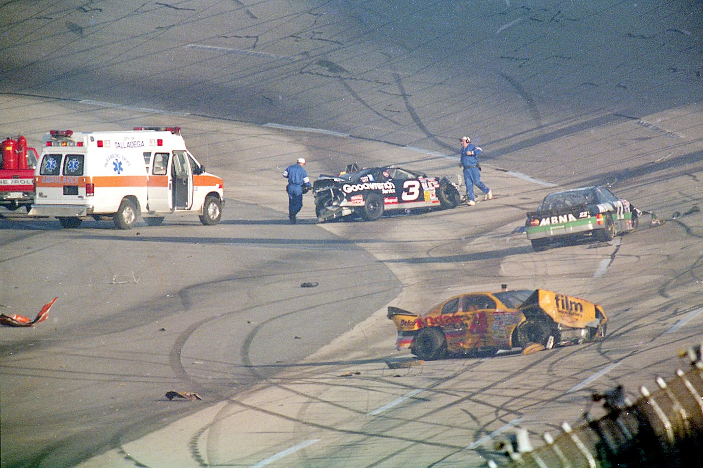 This chain-reaction crash starts when Mark Martin drifted up the track and hit Jeff Gordon, sending Martin's car spinning down the track, where it hit Ricky Craven. Dale Earnhardt gets involved and hits the wall hard, breaking his collar bone.  It marks one of two large wrecks during the race.