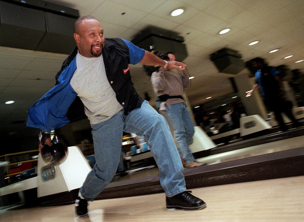 Kirby Puckett shows his form as he bowls in the Bobby Bonilla/Budweiser All Star Bowling Classic in New York City.