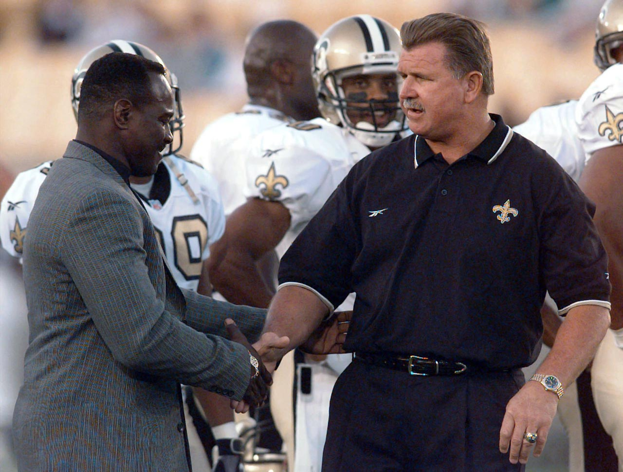 Walter Payton greets his former coach Mike Ditka, now the coach of the New Orleans Saints, during pre-game warmups before the Saints-Bears game on Aug. 22, 1997 in Chicago.