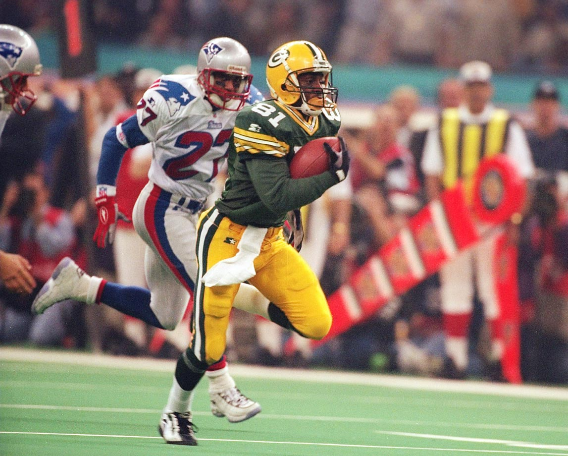 Desmond Howard became the first special teams player to take home the MVP trophy, this after a Super Bowl-record 90-yard punt return and a 99-yard kickoff return touchdown.