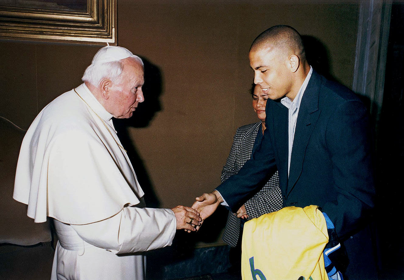 Ronaldo, accompanied by his mother, Sonia Nazario De Lima, presents Pope John Paul II with a Brazilian national team jersey and an Inter Milan jersey at the Vatican in 1998.