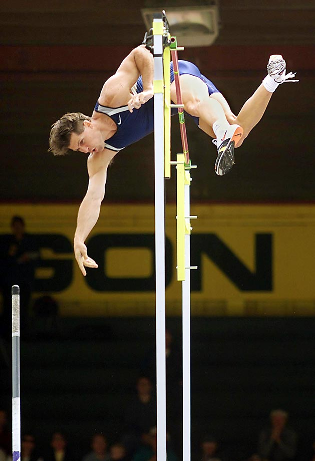 """Jeff Hartwig clears the bar at 19' 09"""" feet to break the U.S. record in the pole vault at the U.S. Outdoor Track & Field Championships in 1999."""