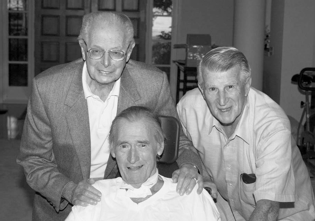 Ted Williams visits with longtime friends and Red Sox teammates Dominic DiMaggio and Johnny Pesky in 2001.
