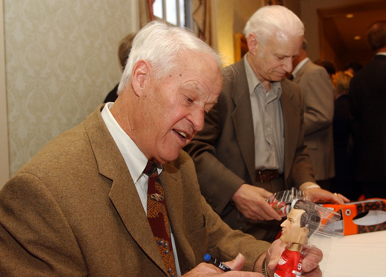 Gordie Howe autographs a bobblehead of Mr. Hockey himself in Deerborn, Mich.