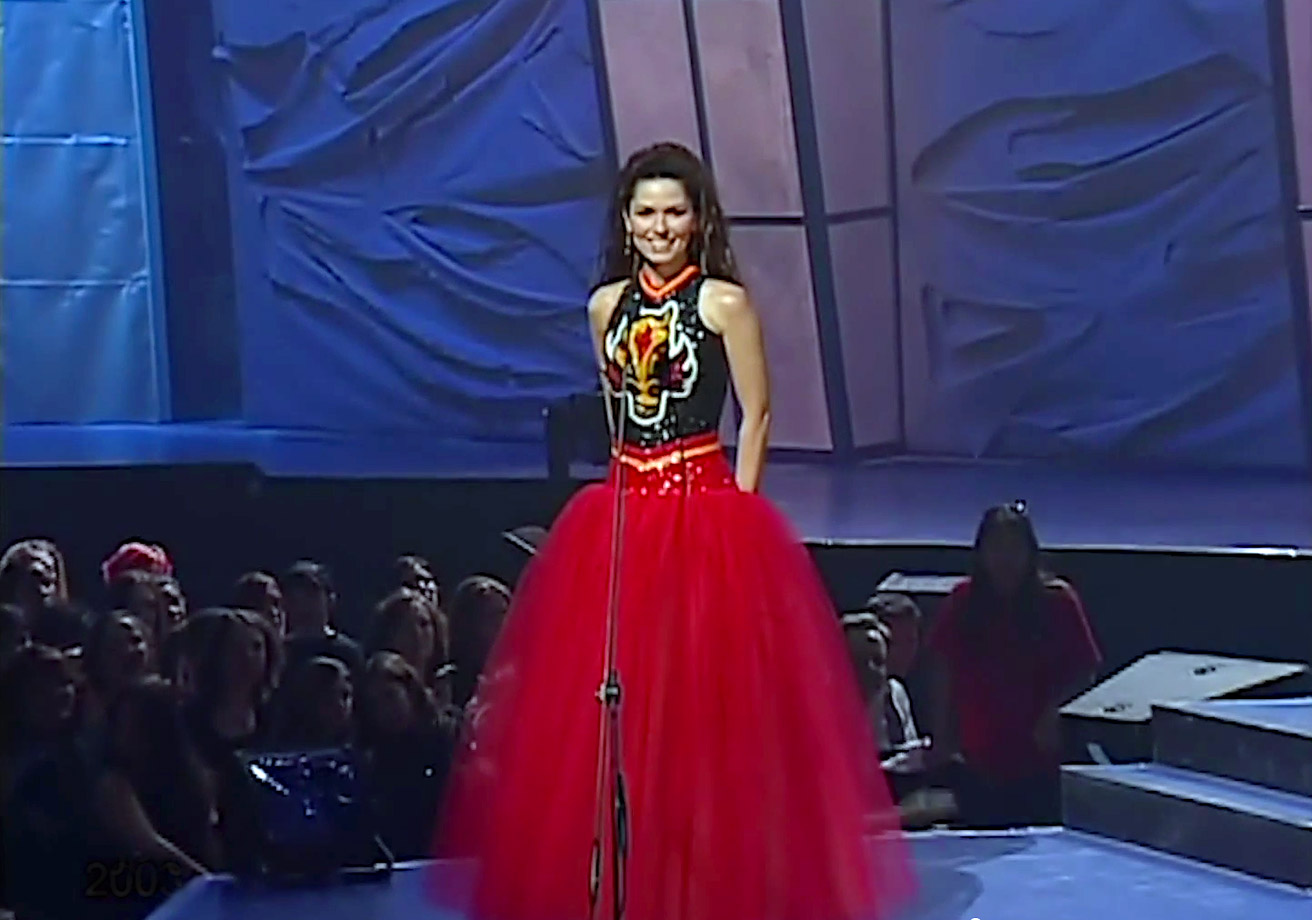 Shania Twain wears a Calgary Flames-themed dress while hosting the Juno Awards on April 6, 2003 in Ottawa.
