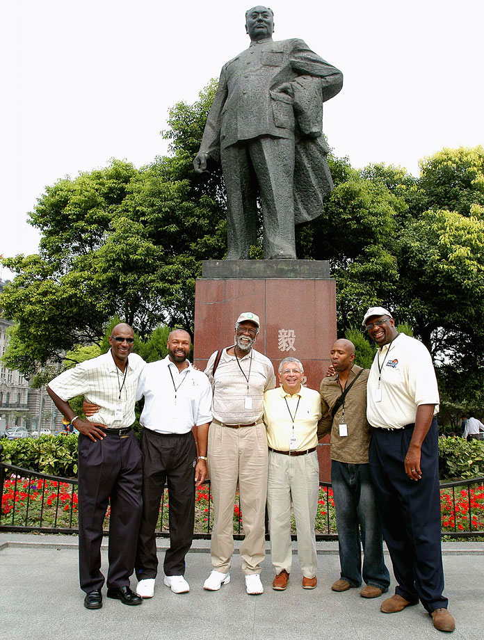 Commissioner David Stern and former players Clyde Drexler, Mel Davis, Bill Russell, Kenny Smith and Bob Lanier pose in front of a statue of Chairman Mao in Shanghai.