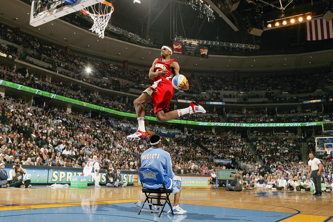 LeBron James flirted with competing but ultimately ceded the stage to Hawks rookie Smith, who scored 50s on both attempts in the finals, including a windmill dunk while wearing Dominique Wilkins' jersey. Meanwhile, in the first round, Chris (Birdman) Anderson needed eighth tries to complete a dunk.