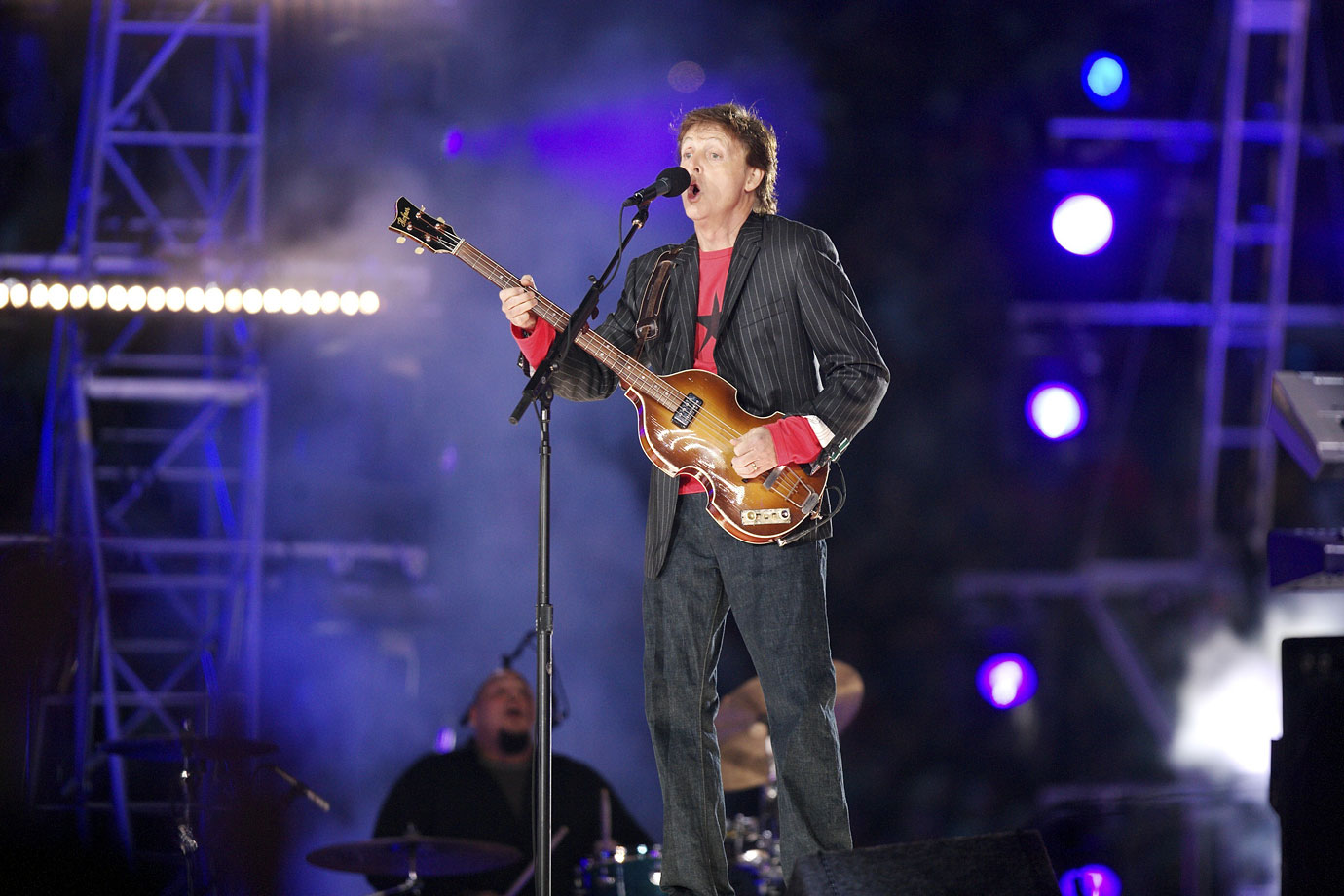 "With as many famous songs as Paul McCartney has to choose from, it's pretty hard to see how this act could have gone wrong. McCartney rocked out with ""Get Back"" and ""Live and Let Die"" before bringing the entire crowd in on a sing-along for ""Hey Jude."" He made for a thoroughly uncontroversial and entertaining halftime show, exactly what the Super Bowl wanted after the Janet Jackson wardrobe malfunction of the year before."