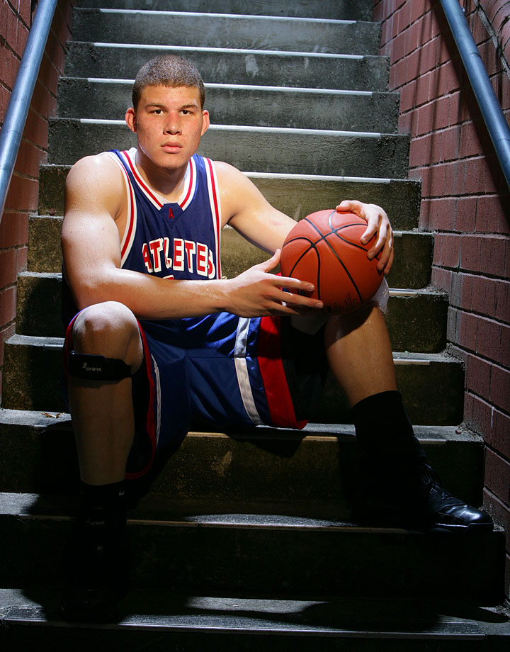 Blake Griffin just chilling on the steps at Nike Peach Jam.